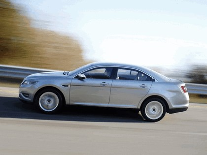 2010 Ford Taurus Limited 16