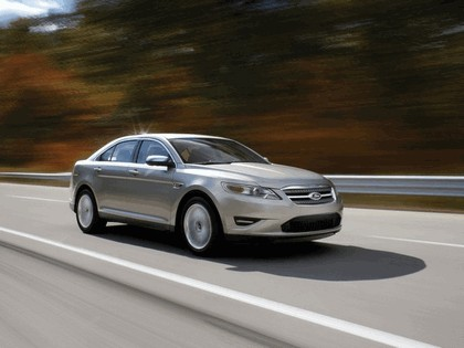 2010 Ford Taurus Limited 18
