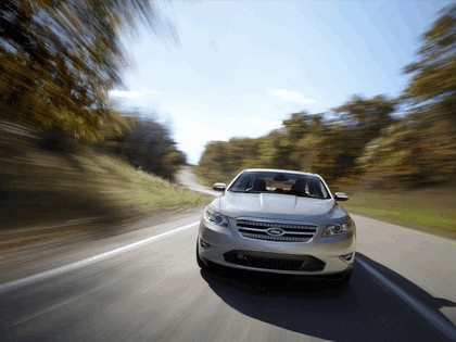 2010 Ford Taurus Limited 19