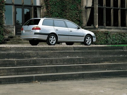 2000 Toyota Avensis SW 4