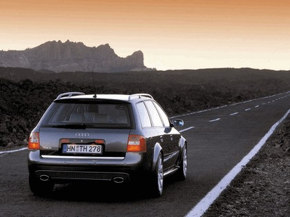2002 Audi RS6 Avant 11
