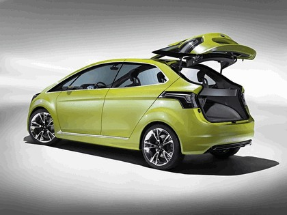 2009 Ford Iosis MAX concept 7