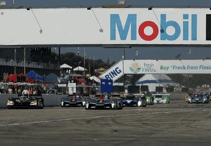 2009 Audi R15 TDi ( ALMS - 12 hours of Sebring - wins debut ) 6
