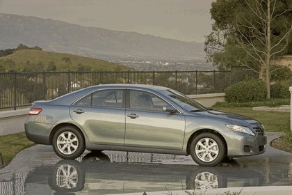 2010 Toyota Camry LE 6