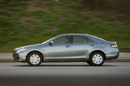 2010 Toyota Camry LE 9