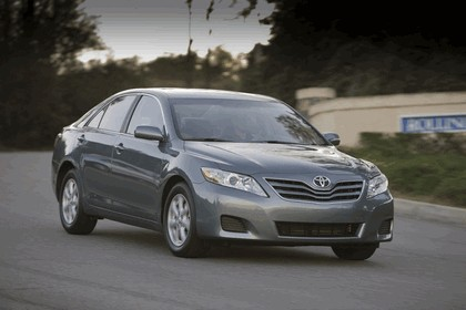 2010 Toyota Camry LE 10