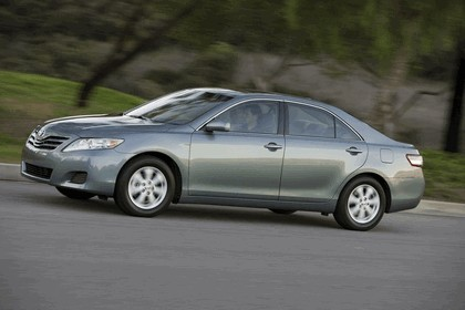 2010 Toyota Camry LE 11