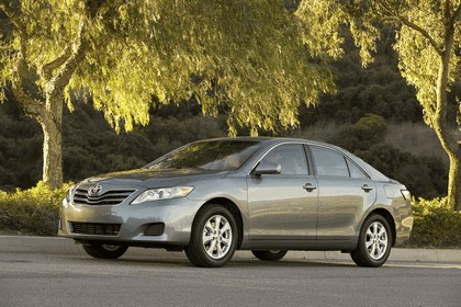 2010 Toyota Camry LE 12