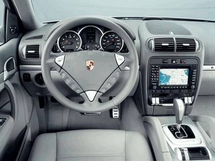 2003 Porsche Cayenne S 13