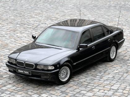 1998 BMW 750iL ( E38 ) Security 2