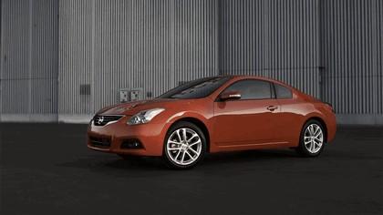 2010 Nissan Altima coupé 11