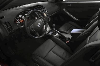 2010 Nissan Altima coupé 22