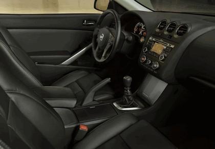 2010 Nissan Altima coupé 23