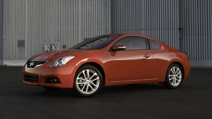 2010 Nissan Altima coupé 2