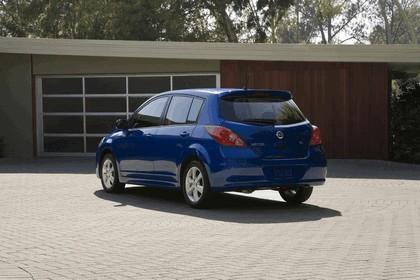 2010 Nissan Versa hatchback 6