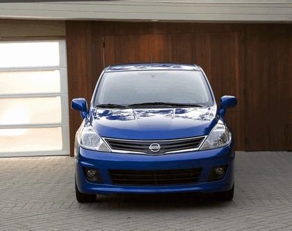 2010 Nissan Versa hatchback 10