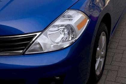 2010 Nissan Versa hatchback 16
