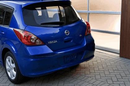 2010 Nissan Versa hatchback 20
