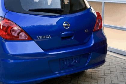 2010 Nissan Versa hatchback 21