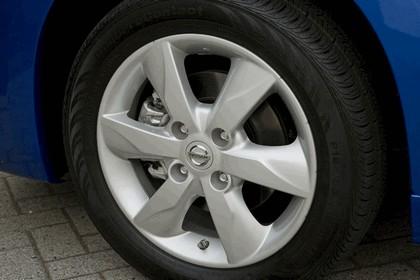 2010 Nissan Versa hatchback 22