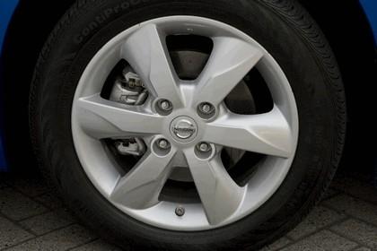 2010 Nissan Versa hatchback 23