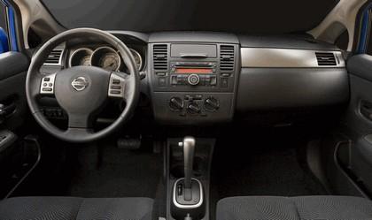 2010 Nissan Versa hatchback 27