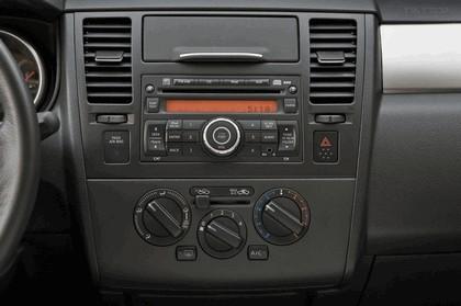 2010 Nissan Versa hatchback 29