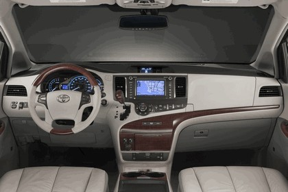 2010 Toyota Sienna SE 8