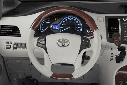2010 Toyota Sienna SE 9