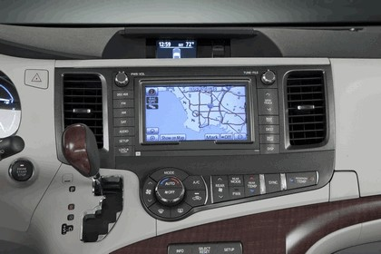 2010 Toyota Sienna SE 15