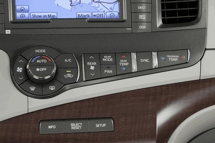 2010 Toyota Sienna SE 16