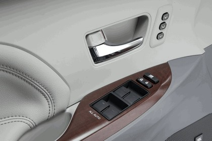 2010 Toyota Sienna SE 24