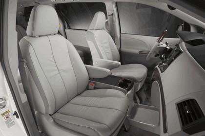 2010 Toyota Sienna SE 26