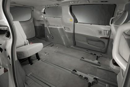2010 Toyota Sienna SE 28