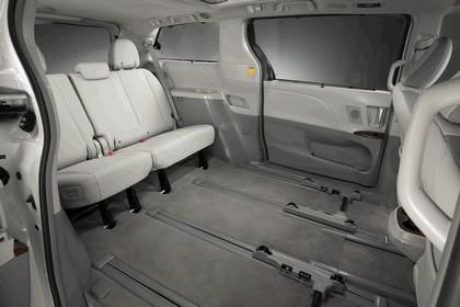 2010 Toyota Sienna SE 29