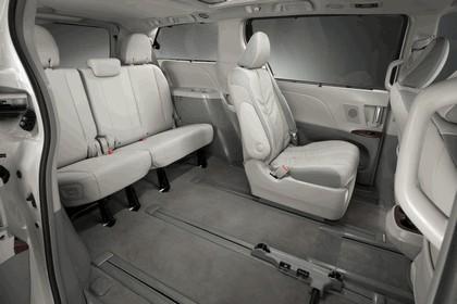 2010 Toyota Sienna SE 30