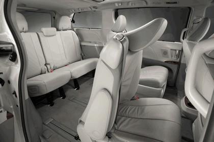 2010 Toyota Sienna SE 31
