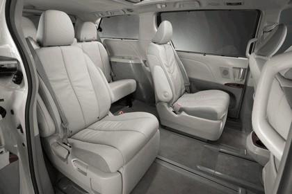 2010 Toyota Sienna SE 32