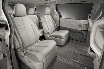 2010 Toyota Sienna SE 33