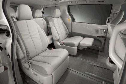 2010 Toyota Sienna SE 34