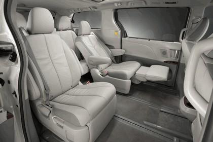 2010 Toyota Sienna SE 35