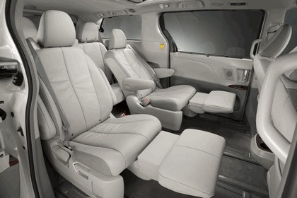 2010 Toyota Sienna SE 36