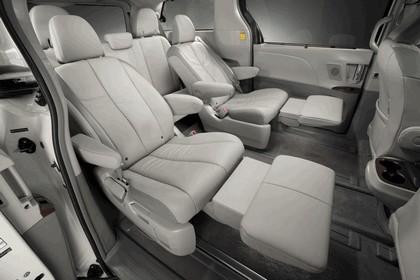 2010 Toyota Sienna SE 37