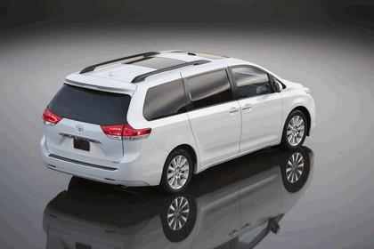 2010 Toyota Sienna LE 3