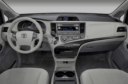 2010 Toyota Sienna LE 30