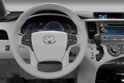 2010 Toyota Sienna LE 31