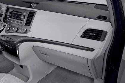 2010 Toyota Sienna LE 34