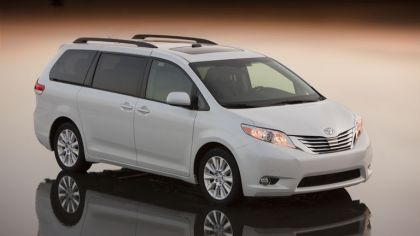 2010 Toyota Sienna LE 3