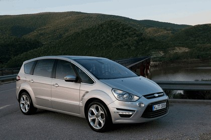 2010 Ford S-Max 11