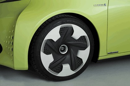 2010 Toyota FT-CH concept 24
